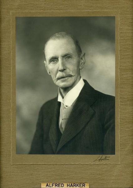 Alfred Harker(1859-1939)